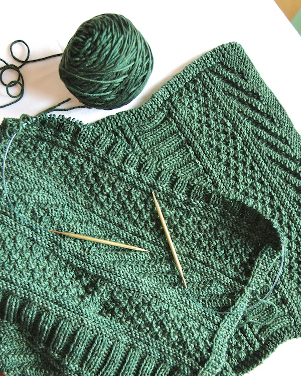 Easy Knitting Stitches Scarves : Guernsey Wrap Italian Dish Knits