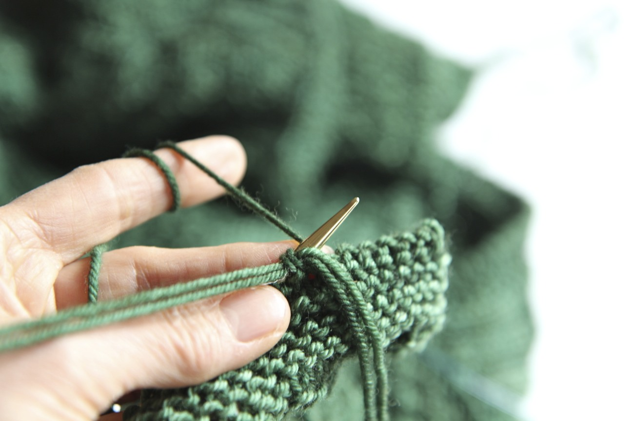 How To Bind Off Knitting In Pattern : Super Stretchy, Super Easy Sewn Bind Off Italian Dish Knits