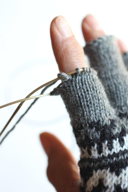 Fingerless Gloves Knitting Pattern Magic Loop : magic loop Italian Dish Knits