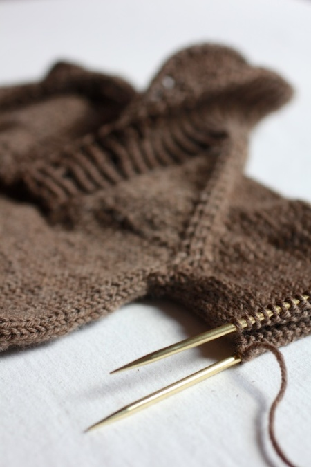 dino-sweater-needle-detail